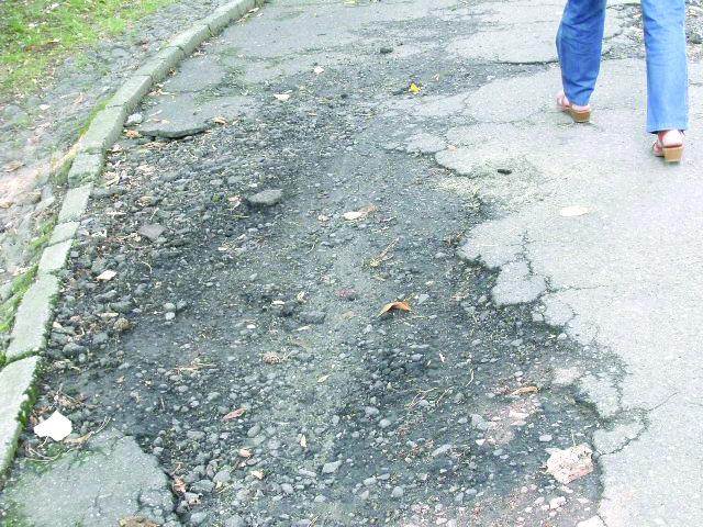 Drumurile din Ploieşti, un pericol şi pentru… pietoni