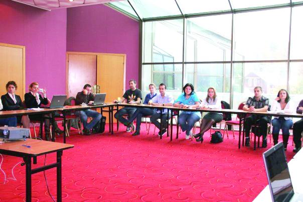 Tinerii democrat-liberali s-au întâlnit la Braşov pentru a învăţa să fie buni politicieni
