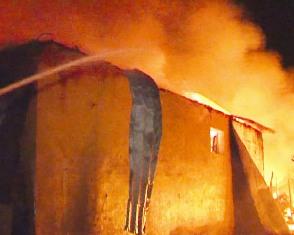 Incendiu la un bloc de locuinţe din municipiul Giurgiu