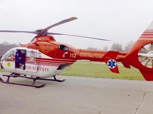 Bolnavii din satele izolate, preluaţi de un elicopter SMURD