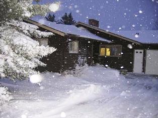 Peste 30 de localităţi izolate de ninsoare