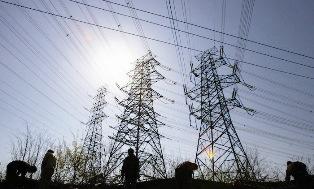 Echipele de intervenţie de la Electrica, blocate de nămeţi