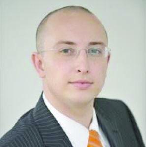 Iulian Urban a depus un proiect de lege prin care se interzice parlamentarilor si familiilor sa fie actionari/asociati la firme ce deruleaza contracte cu statul