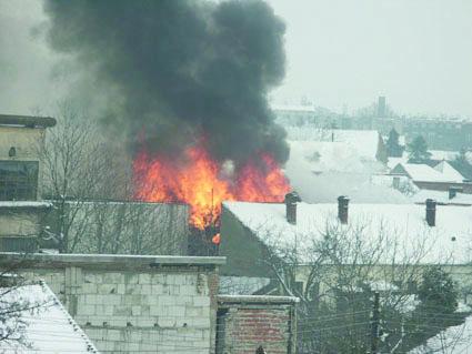 Incendiu în urma unui scurt-circuit