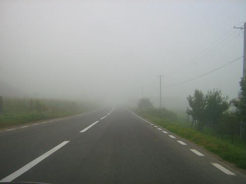 Traficul rutier se desfasoara greu, din cauza cetii, in mai multe judete din tara