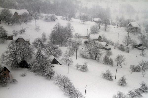 Buzau – Ajutoarele trimise de rugbysti au fost distribuite la 250 de familii sinistrate din comuna Bradeanu