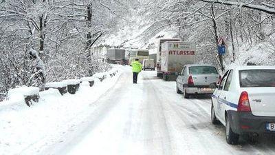 Prahova – Trafic restrictionat pe DN 1, la iesirea din Azuga spre Busteni, din cauza unui accident cu patru raniti