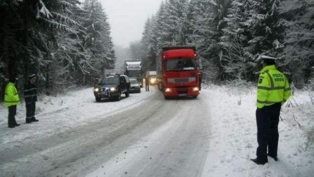 Ilfov – Traficul rutier se desfăşoară în condiţii de iarnă pe majoritatea drumurilor