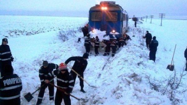 Braila – Fotbalistii echipei Otelul Galati, blocati in tren la Faurei, salvati cu elicopterul