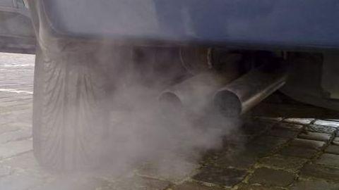 Prahova – Un barbat s-a sinucis in masina, inhaland monoxid de carbon de la teava de esapament