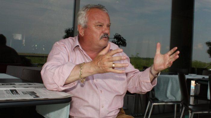 Calarasi – Primarul de la Belciugatele sustine ca nu mai poate intra in birou din cauza unui grilaj