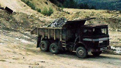 Dambovita – Un autocamion cu piatra s-a rasturnat la Zavoiu