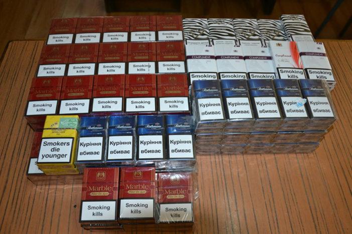 Percheziţii la persoane bănuite de contrabandă cu ţigări