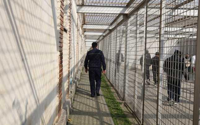 Condamnați la închisoare depuși în penitenciar de polițiști