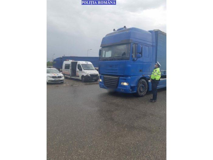 Poliţiştii rutieri continuă acţiunile pentru verificarea transportului de persoane şi de marfă