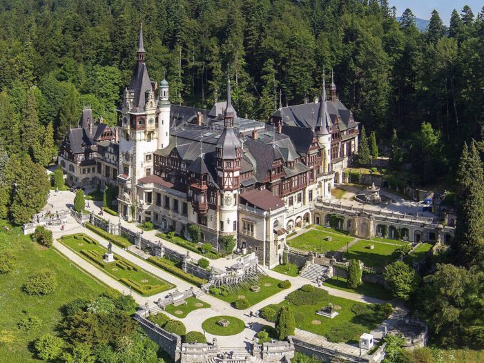 Castelele Peleş şi Pelişor se redeschid pentru vizitare în data de 2 iunie