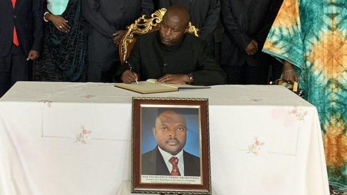 """Primul președinte de țară mort din cauza COVID-19 declarase: """"Dumnezeu ne va proteja"""""""