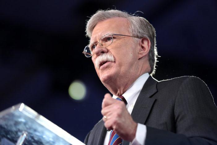 Consilierul pentru securitate naţională John Bolton l-a trădat pe Donald Trump în cartea sa. Dar America?