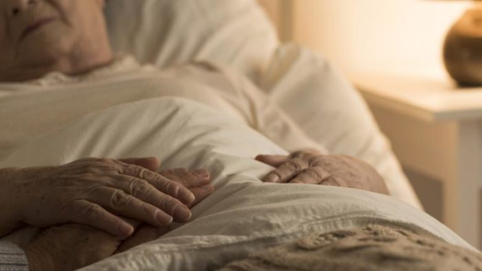 Focar de coronavirus la un cămin de bătrâni din Prahova: 71 de persoane au fost infectate