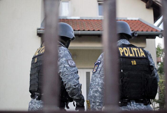 Patru membri ai clanului Litrașu au fost arestați după o descindere la o cabană izolată din Prahova