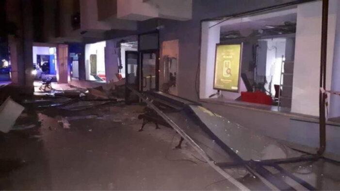 Două bancomate au fost aruncate în aer la o bancă din Otopeni