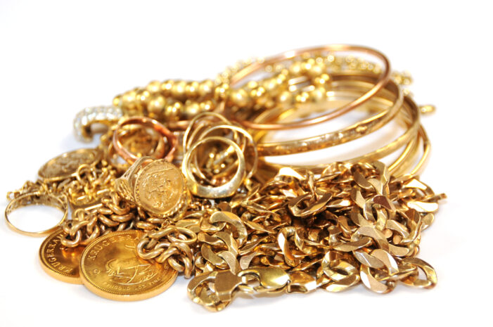 5000 de lei și bijuterii au furat hoții dintr-o locuință din Ulmi
