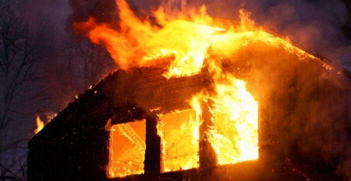 Olt: Incendiu puternic la o locuință din localitatea Valea Mare