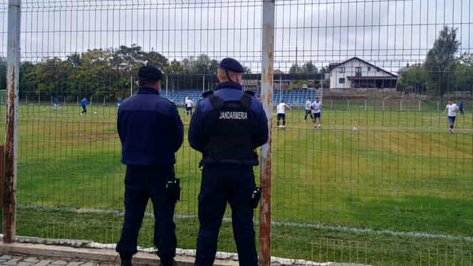 Ialomița: Dosar penal pentru un tânăr aflat în izolare, prins de jandarmi jucând fotbal