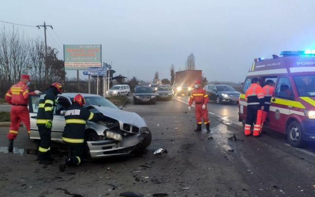 O femeie a ajuns la spital, cu răni grave în urma unui carambol, pe DN-72, în care au fost implicate trei maşini