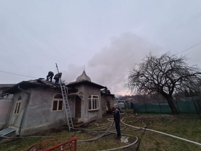 Prahova: Un incendiu pornit de la o afumătoare a distrus două case din Baicoi