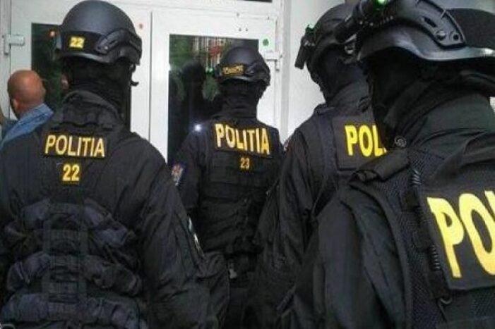 Şapte proxeneţi din Prahova şi Braşov, reţinuţi de poliţiştii din Prahova