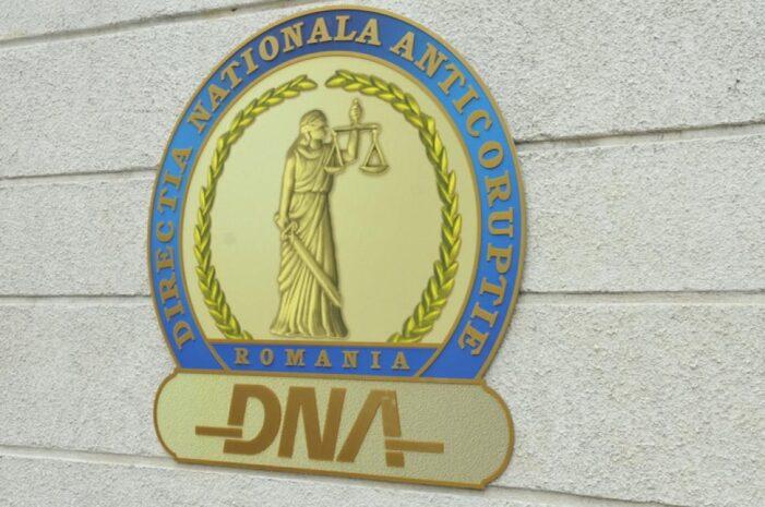 Doi angajați ai Primăriei Filipeștii de Pădure, trimiși în judecată de procurorii DNA