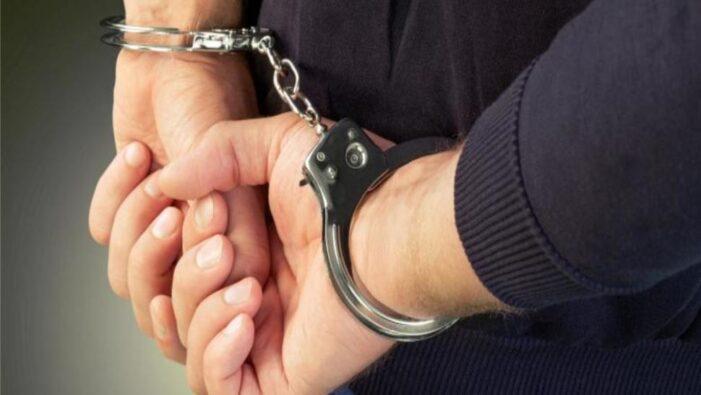 Căutat la nivel internaţional, a fost prins de poliţişti când alimenta maşina la benzinărie