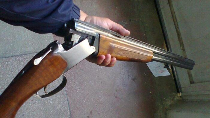 Un bărbat din Manasia, care şi-a ameninţat mama cu o puşcă, este cercetat penal